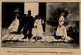 서울: 옛궁궐의 문. 관리와 행인 (슬롱의 그림)